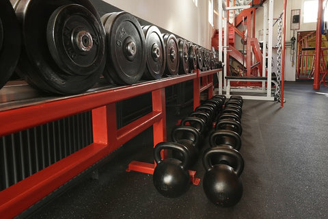 difference between dumbbells and kettlebells