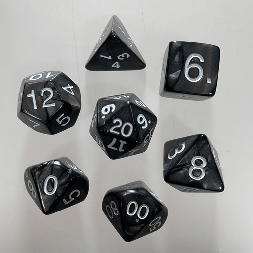 Dice 7-Set Pearlized (16mm) Charcoal / White