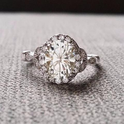 The Caroline EF Moissanite Center