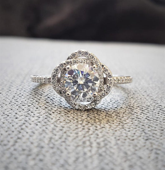 The Cosmos Moissanite center