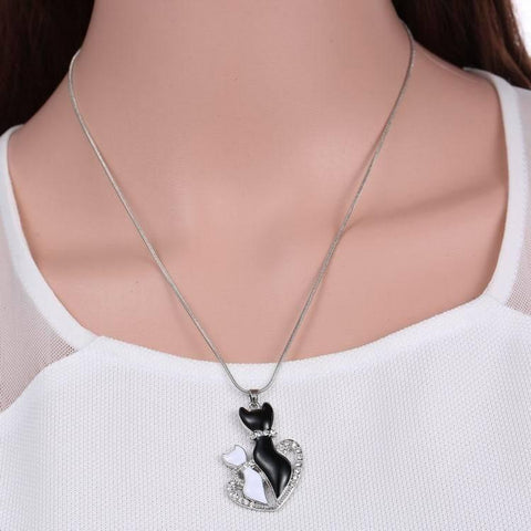 New Lovely Cat Paw Black White 2 cat On Heart Crystal Pendant Necklace For Women Girl Best Friend Gift Small Cat Jewelry-Sinbadco