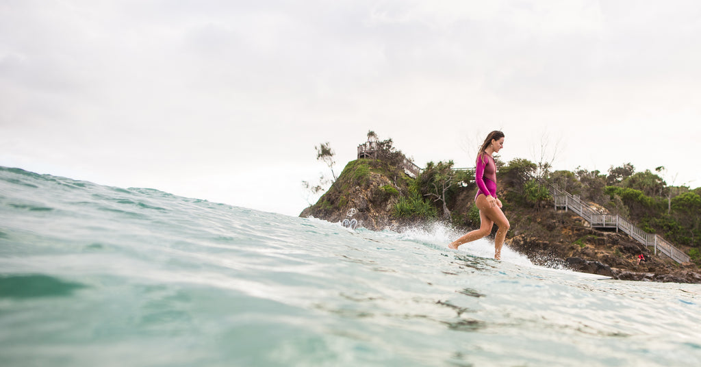 women surfing byron bay