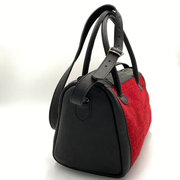 "Hand-woven Wool Carry On with Leather Strap - Red & Black ""Flechas"""