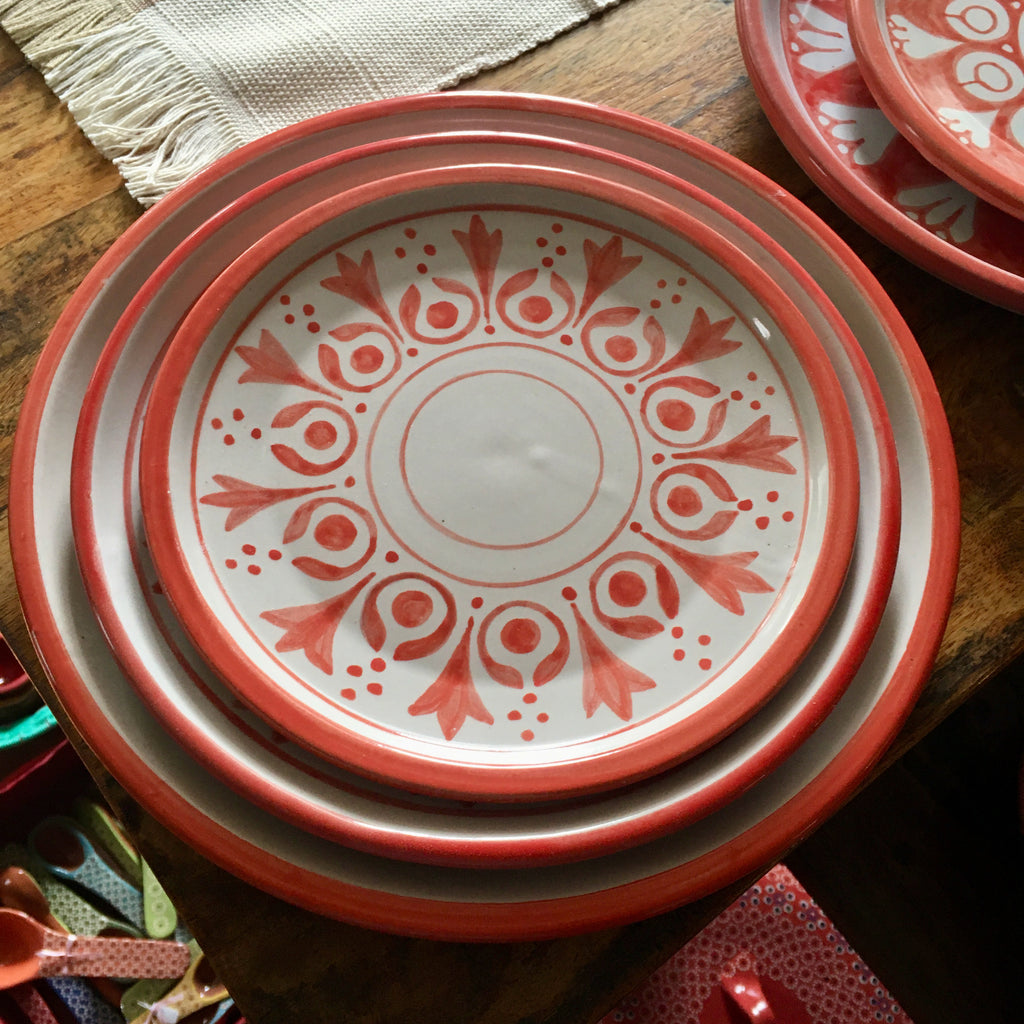 Plates / Rustic Red & White / Flores Rojas with Solid Trim