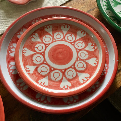 Plates / Rustic Red & White / Flores Blancas with Solid Trim