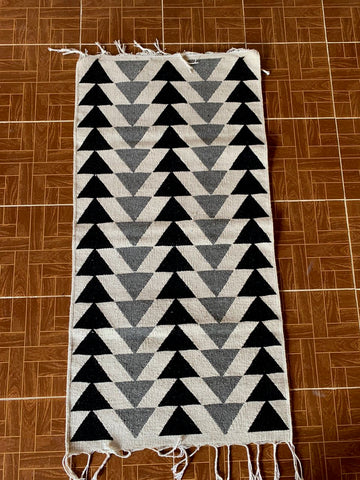 "Area Rug 2.5' x 5' / Handwoven Wool from Oaxaca / ""Pirámides"" / Black & Grey"