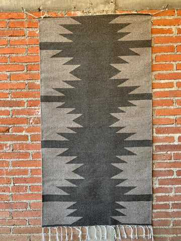 Area Rug 2.5' x 5' / Handwoven Wool from Oaxaca / Diamantes / Grey Tones