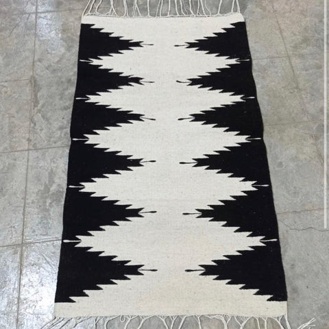 Area Rug / Handwoven Wool from Oaxaca / Diamantes / Black & White