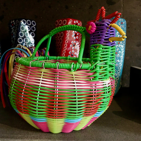 "Hen ""Huevero"" / Woven Wire & Plastic / Multicolored with Green Trim"