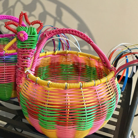 "Hen ""Huevero"" / Woven Wire & Plastic / Multicolored with Yellow Trim"