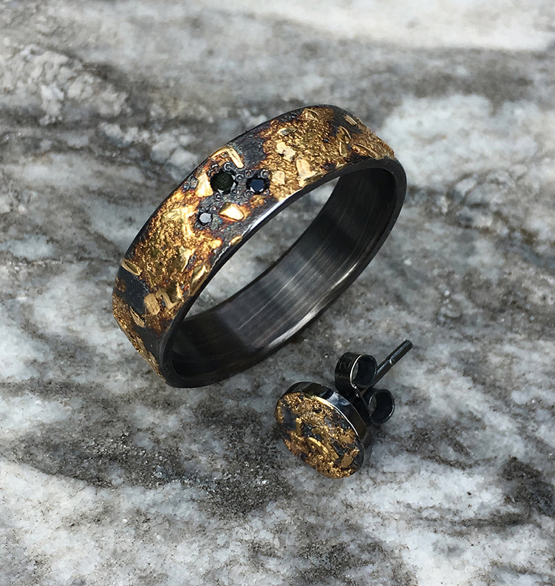 BOULDER WITH BLACK DIAMONDS