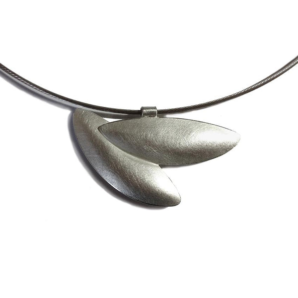FLIGHT OF LEAVES PENDANT