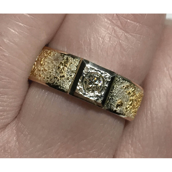 GOLDEN EARTH RING WITH DIAMOND