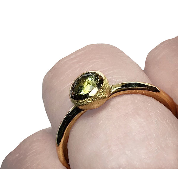 FROSTED ORB RING WITH GREEN SAPPHIRE