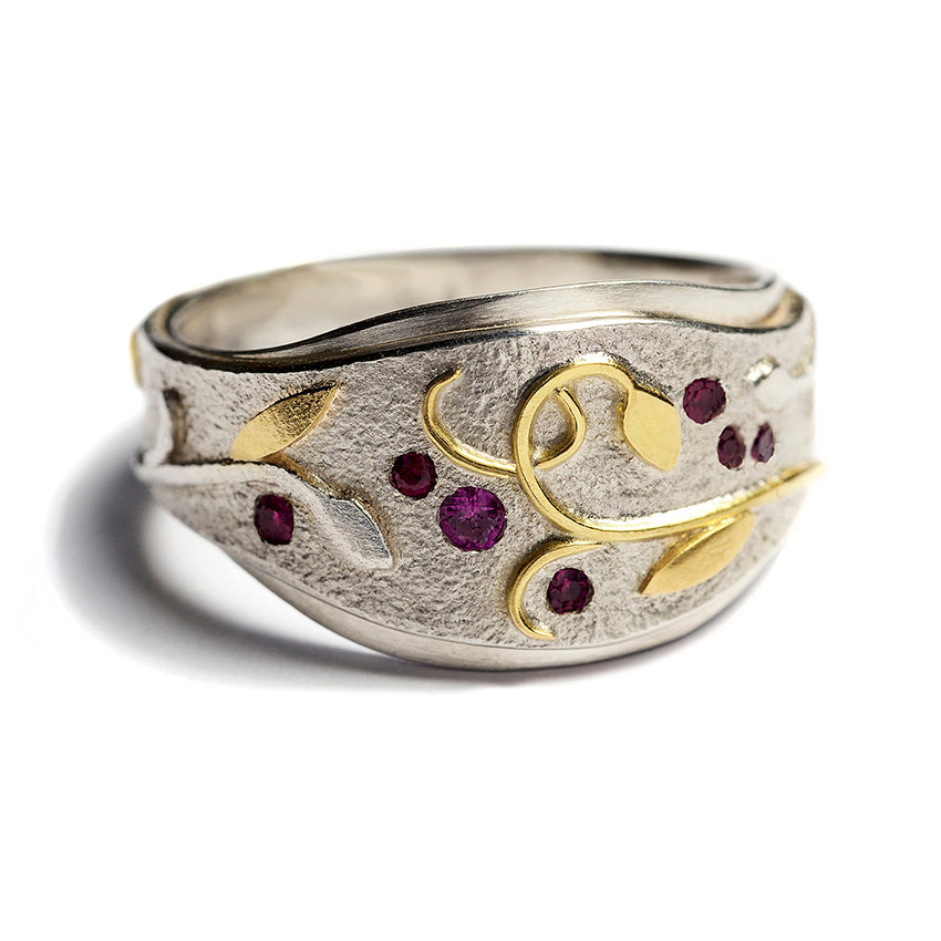 FLAX LILY RING WITH RUBIES