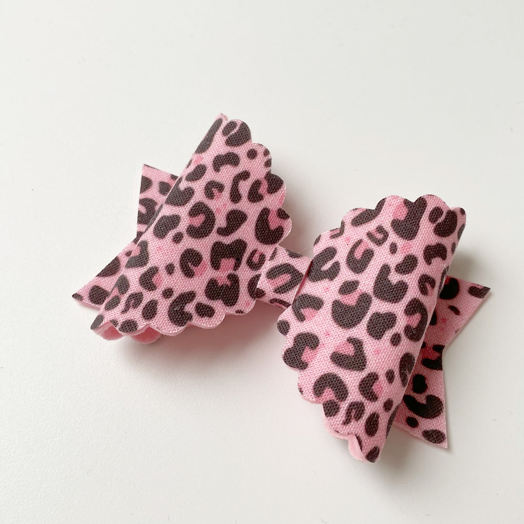 Pink Leopard print Medium Scallop Bow
