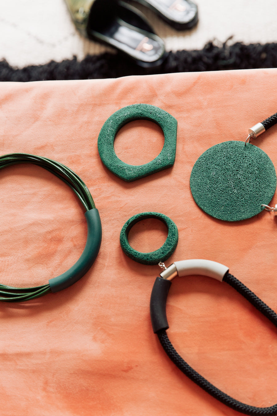 Kiri necklace / forest green