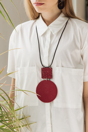 MIKA NECKLACE / Cherry red
