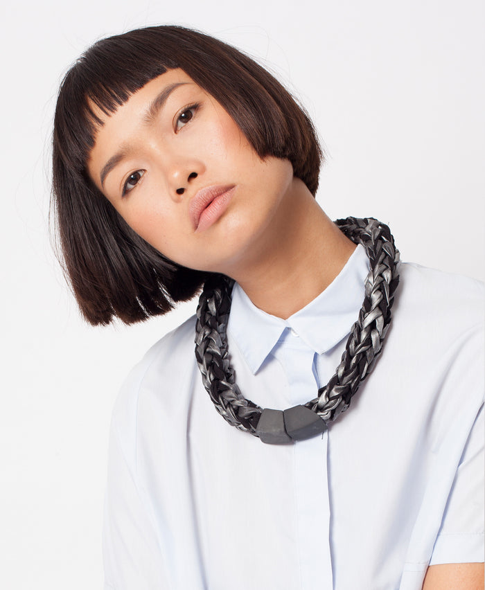 BAAKO / Metallic grey knitted necklace