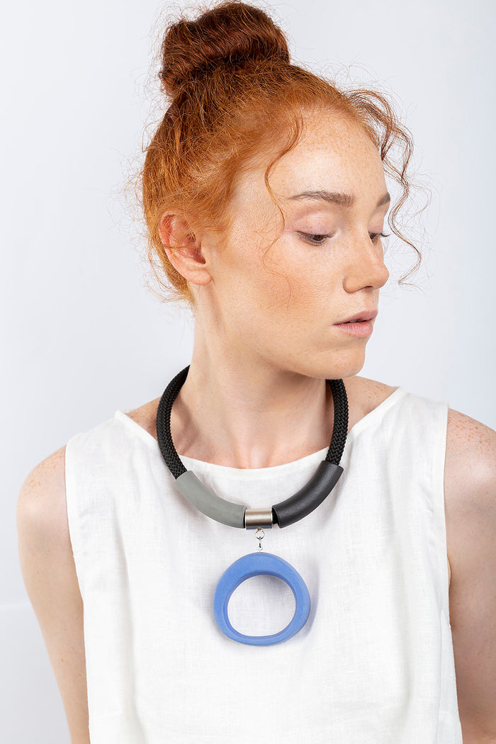Kiri necklace / Blue