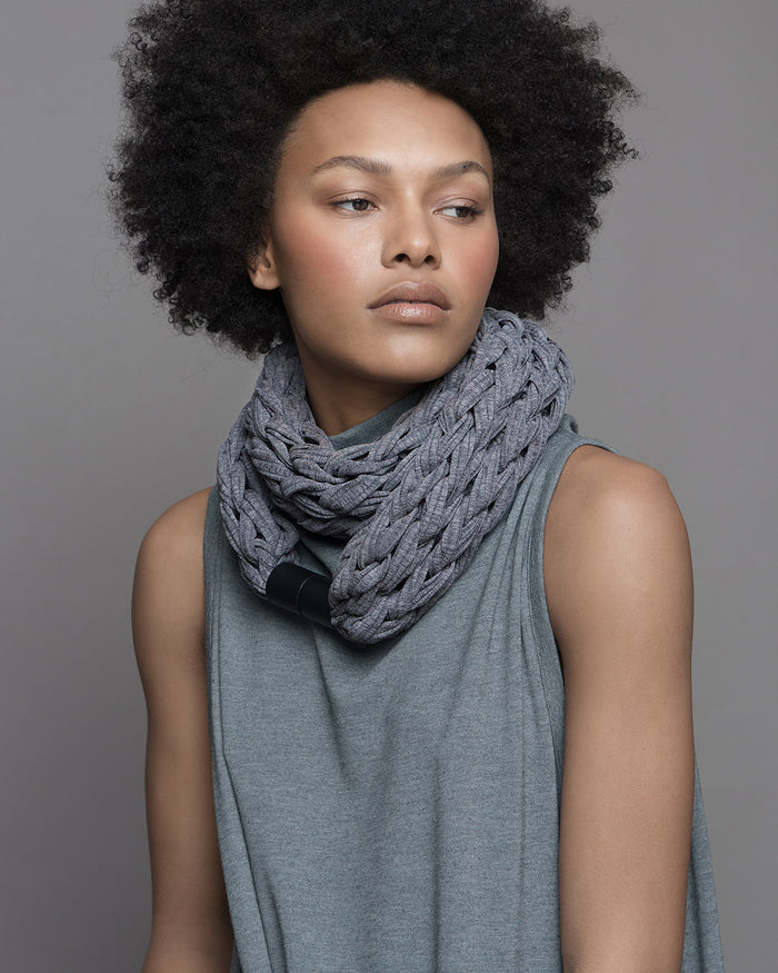 IMAMU /  Cool grey necklace scarf