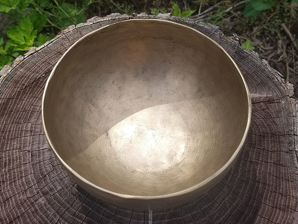 A 3rd Eye Chakra Tibetan Singing Bowl 6""