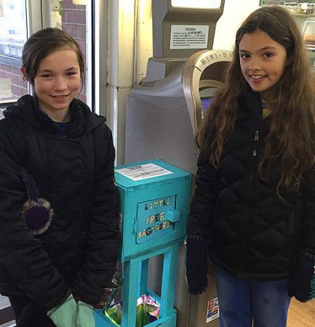 These Kids Are Encouraging Shoppers to Use Reusable Shopping Bags for a Plastic-Free Village