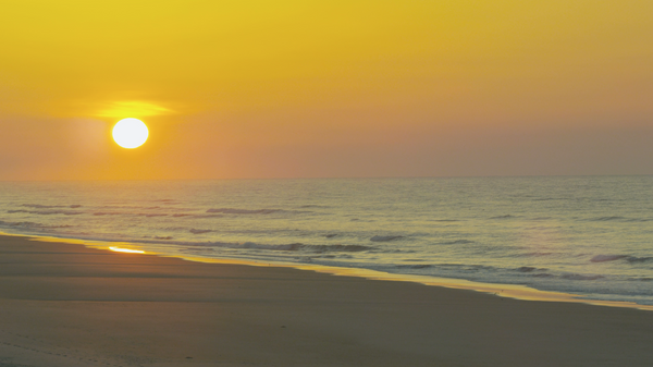 Free 4K Nature Stock Video: Sunrise Over the Ocean