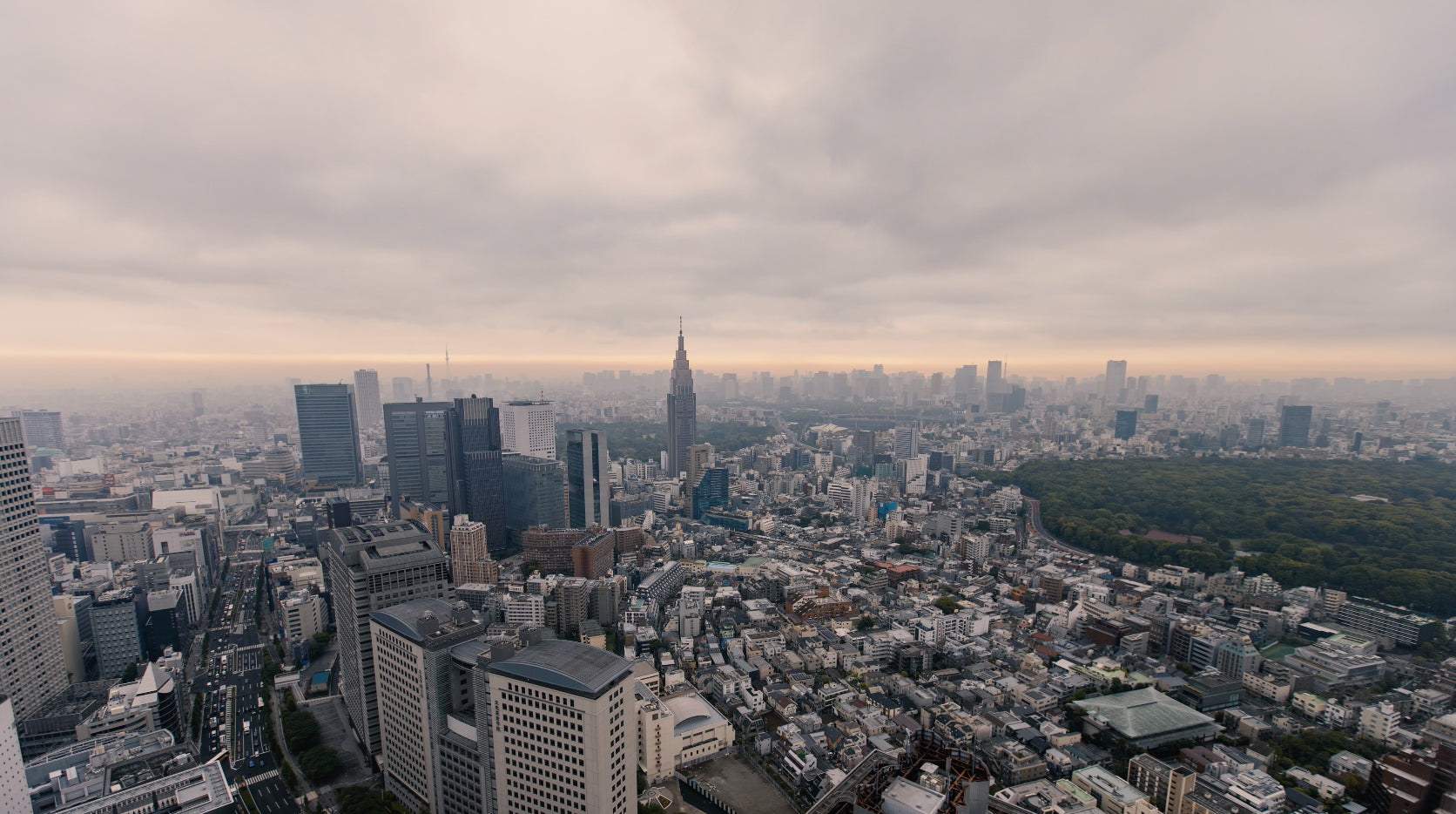 Free 4K Time Lapse Stock Video: Ominous Clouds and Smog in Asia