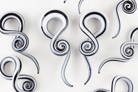 Black and White Glass Twisting Hanger Plugs