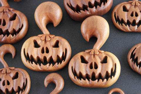 wood pumpkin hangers