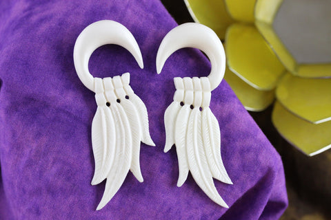 Four Feather Hanging Plugs