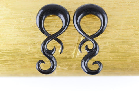Long Twisters Hanging Black Plugs (Pair) - B041