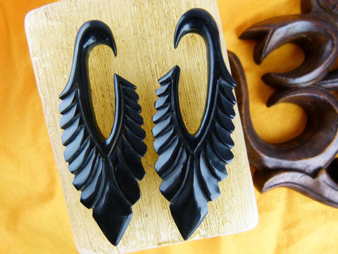 Black Spear Feather Stretching Hangers