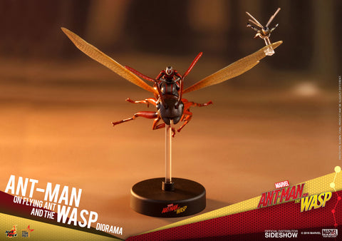 Ant-Man on Flying Ant and the Wasp Diorama - Ant-Man and the Wasp Hot Toys