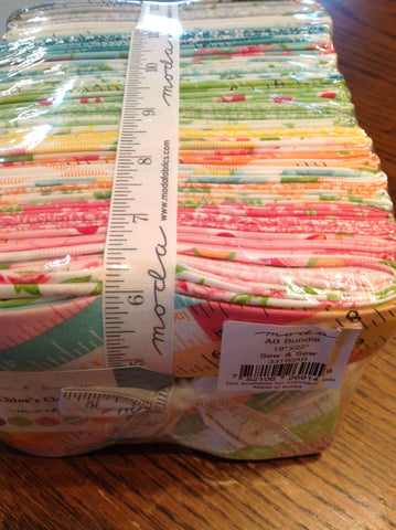 Sew & Sew FQ bundle by Chloe's Closet for Moda - Modern Vintage Quilt Shop