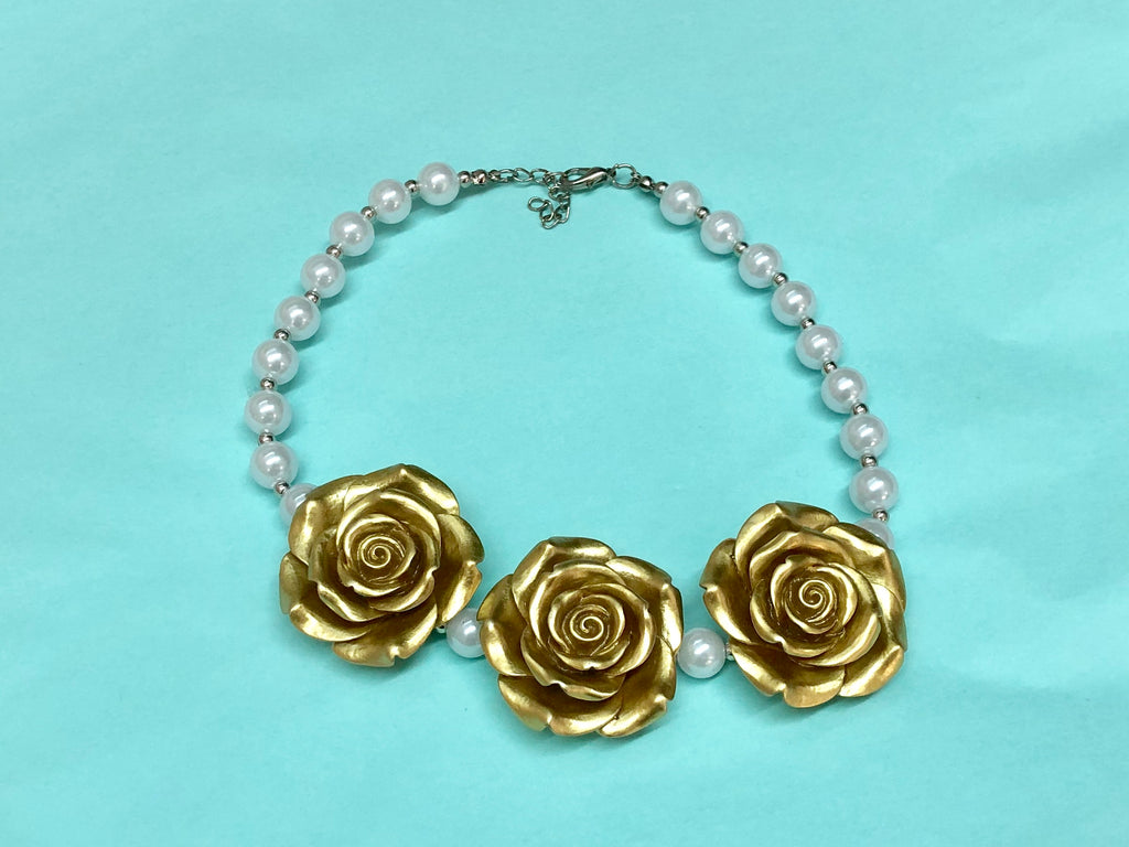 SALE Gold and pearl necklace - Paisley Bows