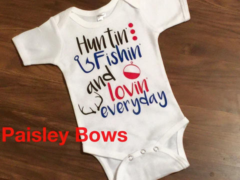 Huntin' Fishin' and lovin' everyday - Paisley Bows