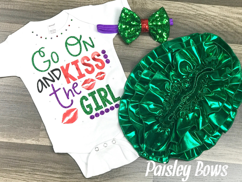 Go On And Kiss The Girl - Paisley Bows
