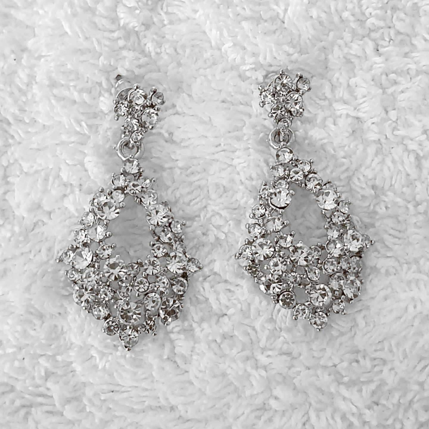 LILLY CRYSTAL EARRINGS- SILVER - EK LASHES