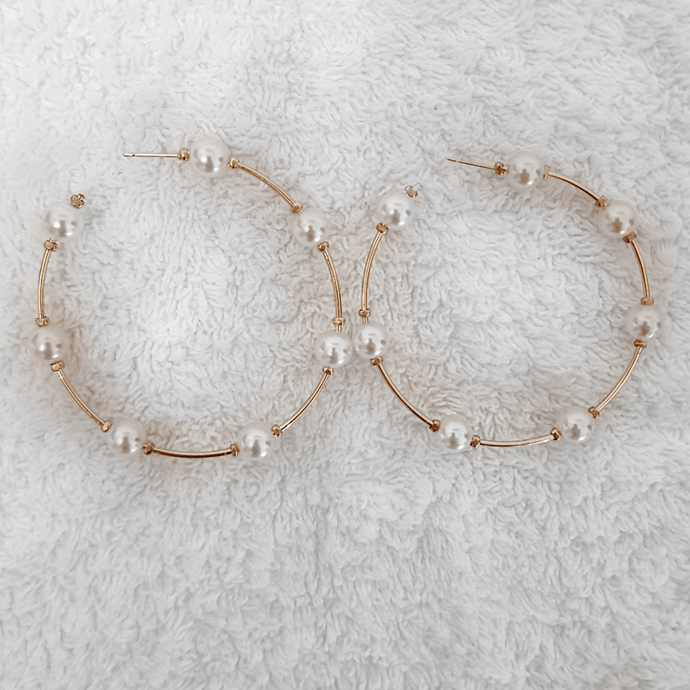KELLY PEARL HOOPS - EFFIE.K BEAUTY