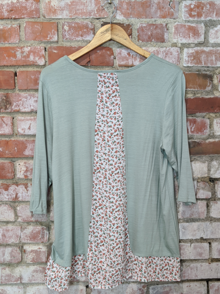 Sage and Floral V Neck 3/4 Sleeve Tunic