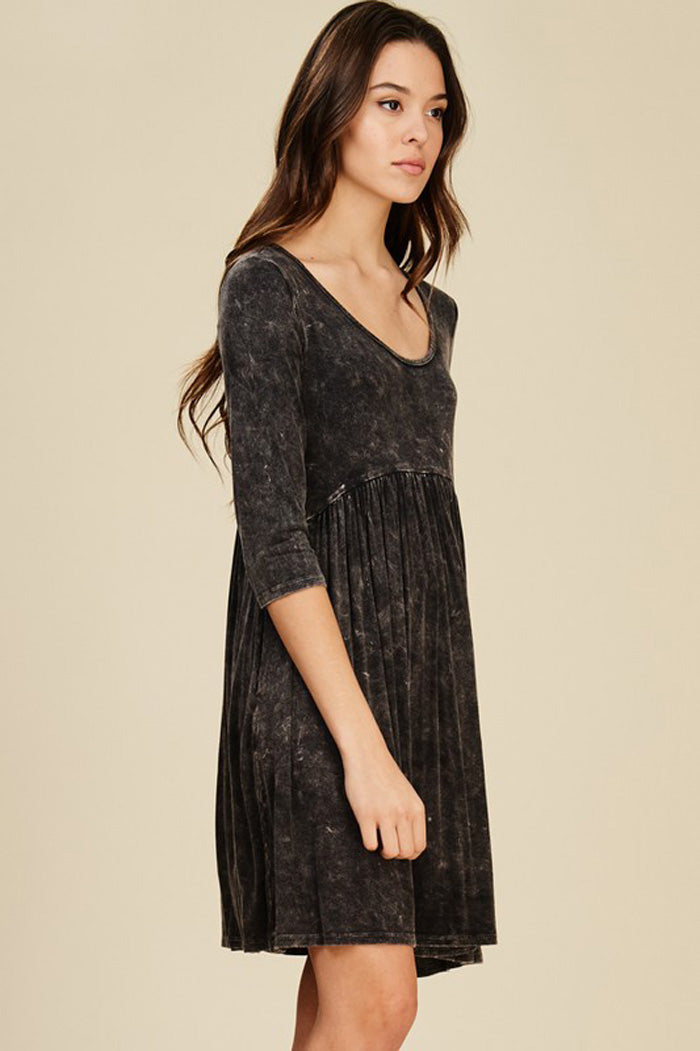 Avery Dye Swing Dress : Black