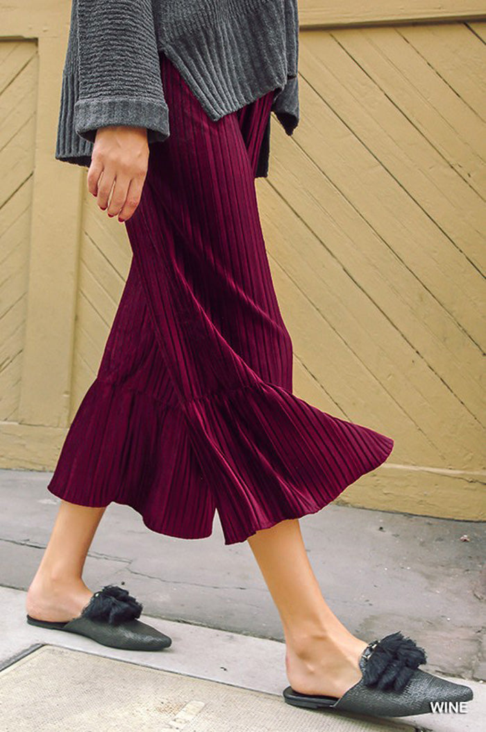 Carolyn Velvet Pleated Flare Pants : Black