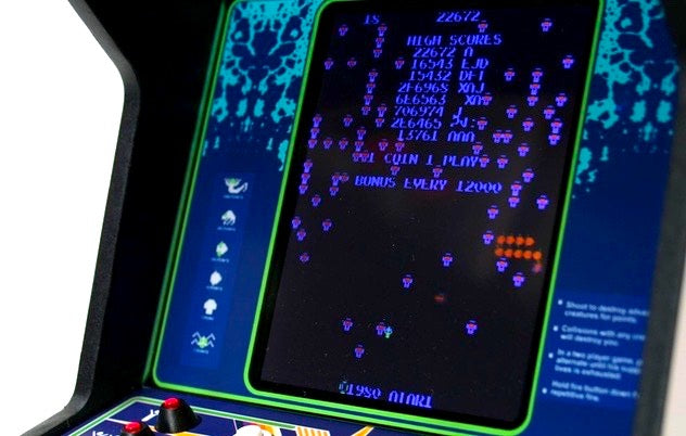 Centipede Mini Arcade Machine screen close up