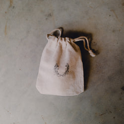 BURLAP DRAWSTRING BAG - WREATH PRINT - Natural Wooden Box Co.