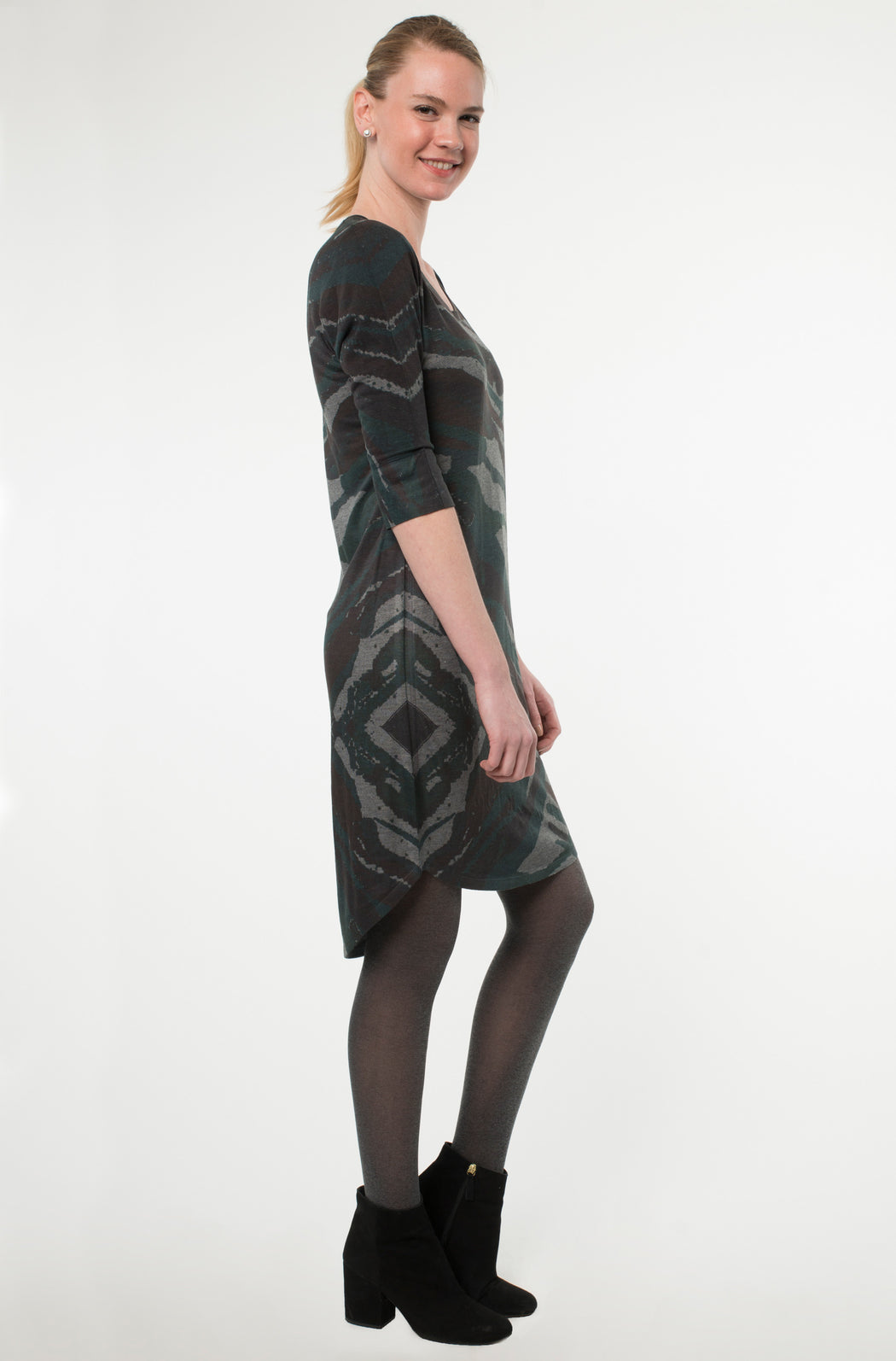 Curved Hem Dress in Unir Print - Atelier5