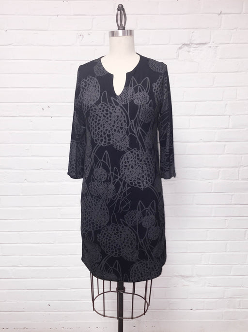Hawaiian Notch Neck Dress in Navy Relief Print