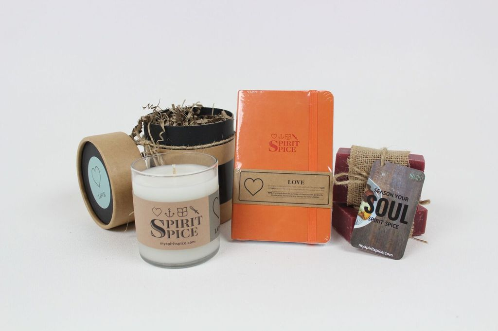 FALL COLLECTIONS : 1 Essential Oil Candle, 1 Organic Soap, 1 Leather Journal