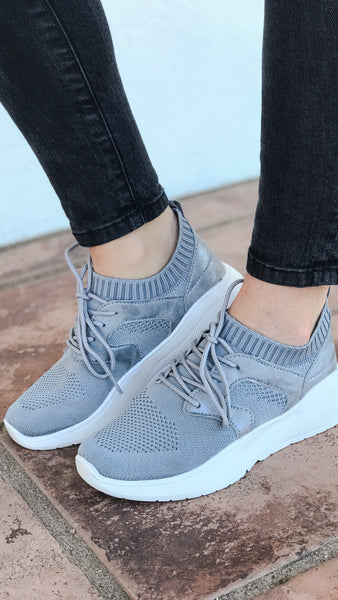 The CALLIE Flyknit Grey Lace-Up Sneaker